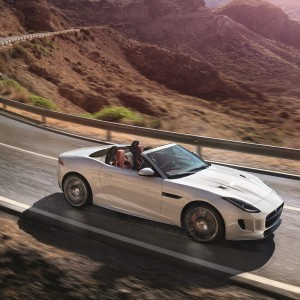 Jag_FTYPE_16MY_AWD_R_Glacier_White_Image_191114_03
